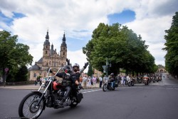 2014HD02 Friendship_Ride_Germany_Spendenuebergabe_1