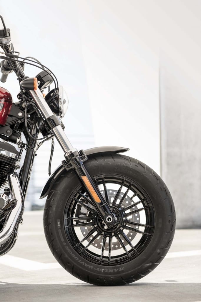 HARLEY-DAVIDSON FORTY-EIGHT SPECIAL AND IRON 1200 SPORTSTERS 27