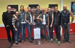 The BossHoss zogen die Gewinner im Preisausschreiben von Harley-Davidson