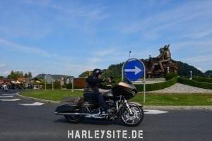 Ein Harley Fahrer an der Faaker See Skulptur