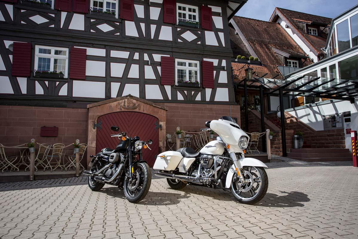 Rick's Harley-Davidson Baden-Baden bietet im First Class Hotel Ritter Durbach Harley Motorräder zur Miete an