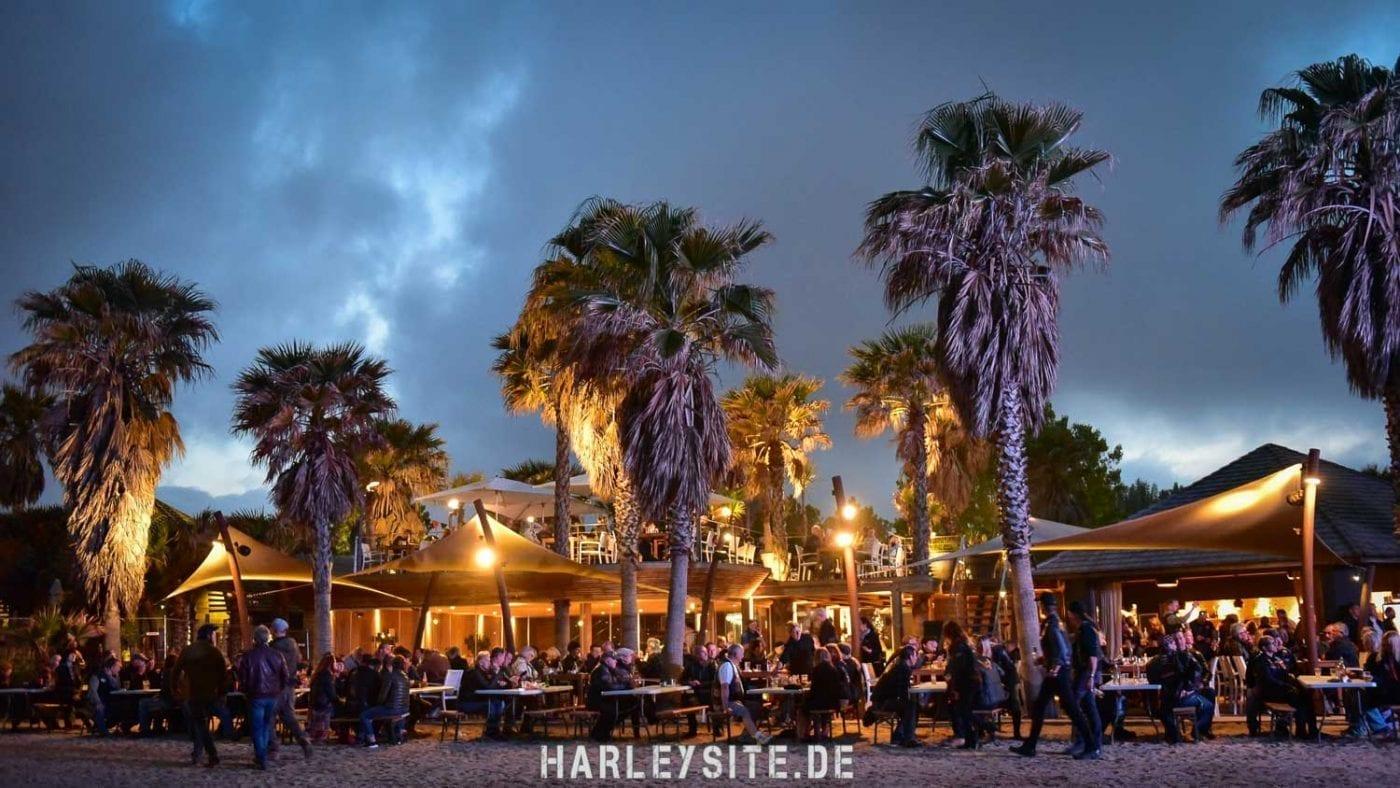 Die Bar direkt am Strand auf dem Veranstaltungsgelände