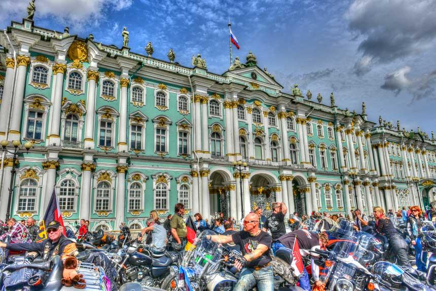 Die Harley-Davidson Parade auf den Harley Days in St. Petersburg