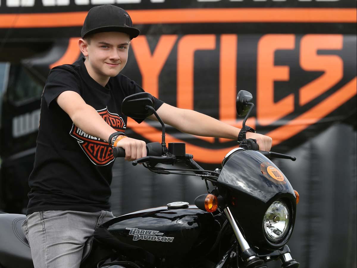 12-jähriger Glückspilz erhält in Faak eine Harley-Davidson Bildnachweis: Horst Rösler