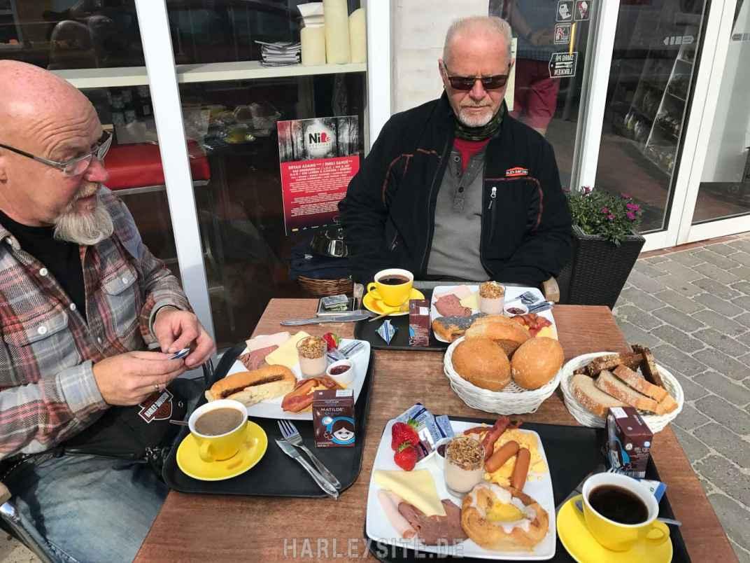 Unser dänisches Frühstück beim Bäcker in Løkken