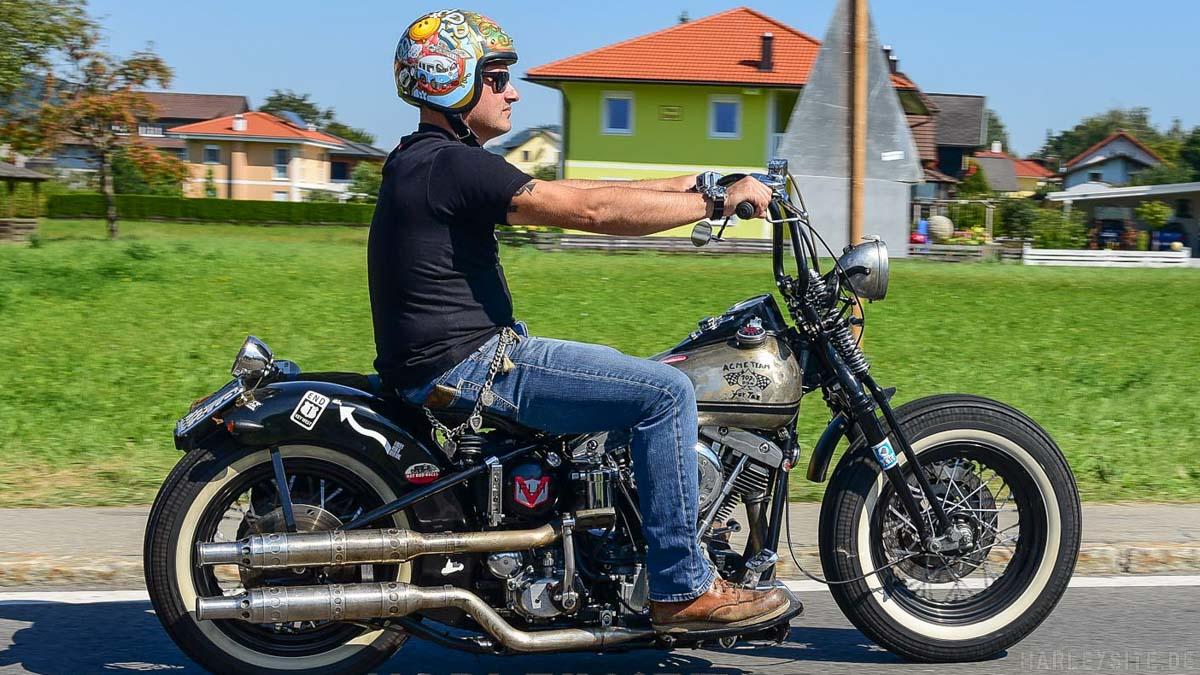 Old School Harley-Davidson auf der Harley Parade am Faaker See.