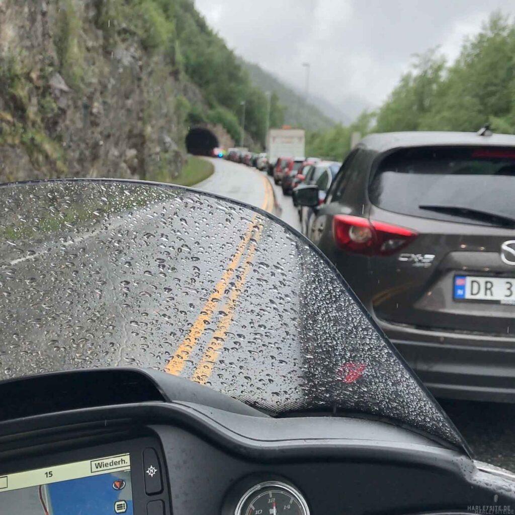 Stau vor dem Tunnel