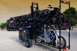 Harley-Davidson Motorräder bei der Verladung