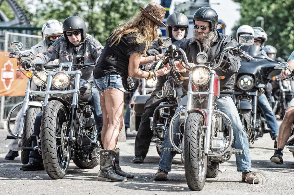 Zeigt Harley Fahrer beim Harley Meeting Ruhpott