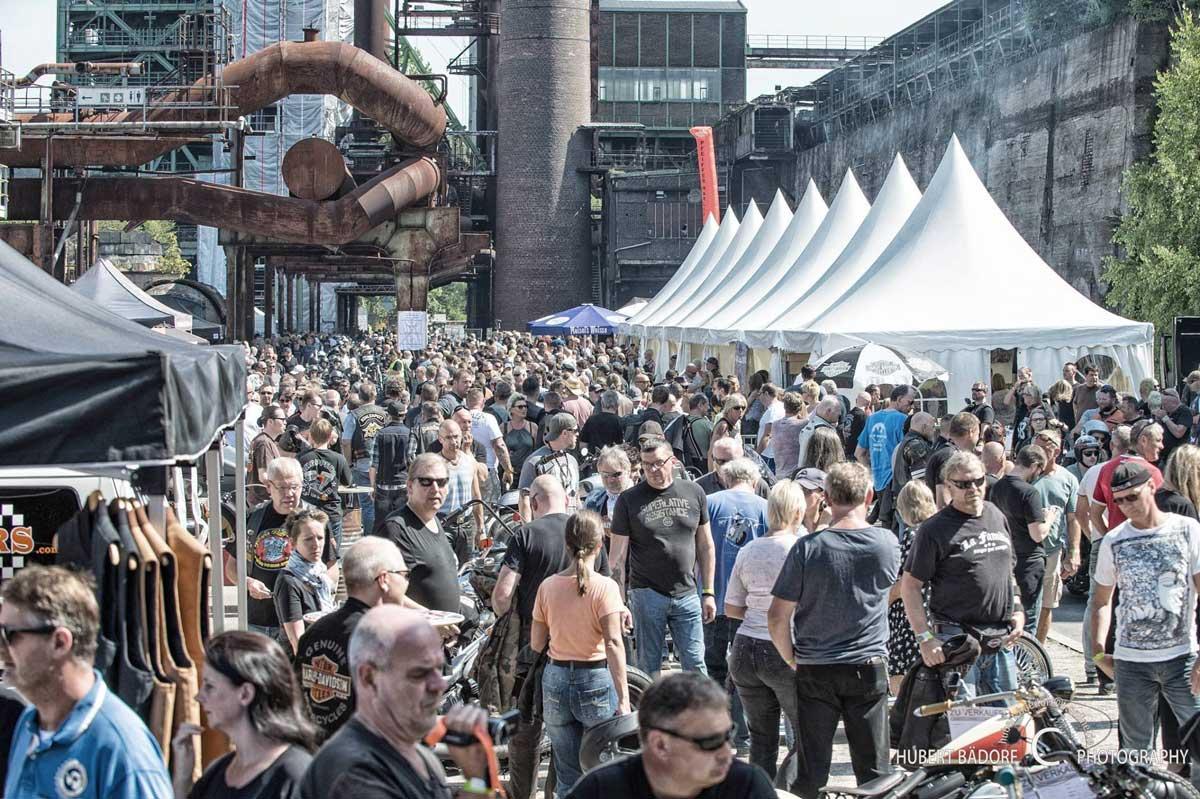 Zeigt die Mainstreet vom Harley Meeting Ruhrpott