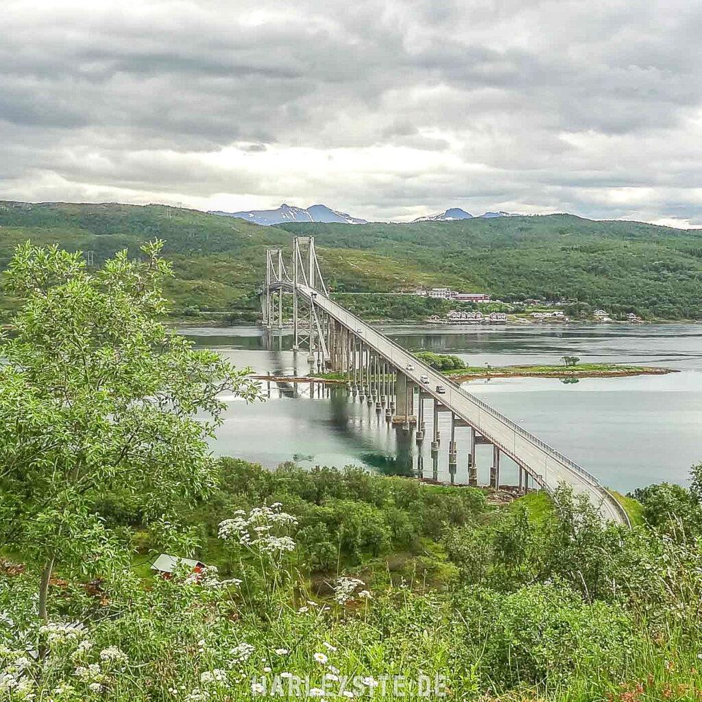 Eine der typischen Brücken in Norwegen