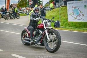Bikerin auf einer Breakout während der European Bike Week am Faaker See