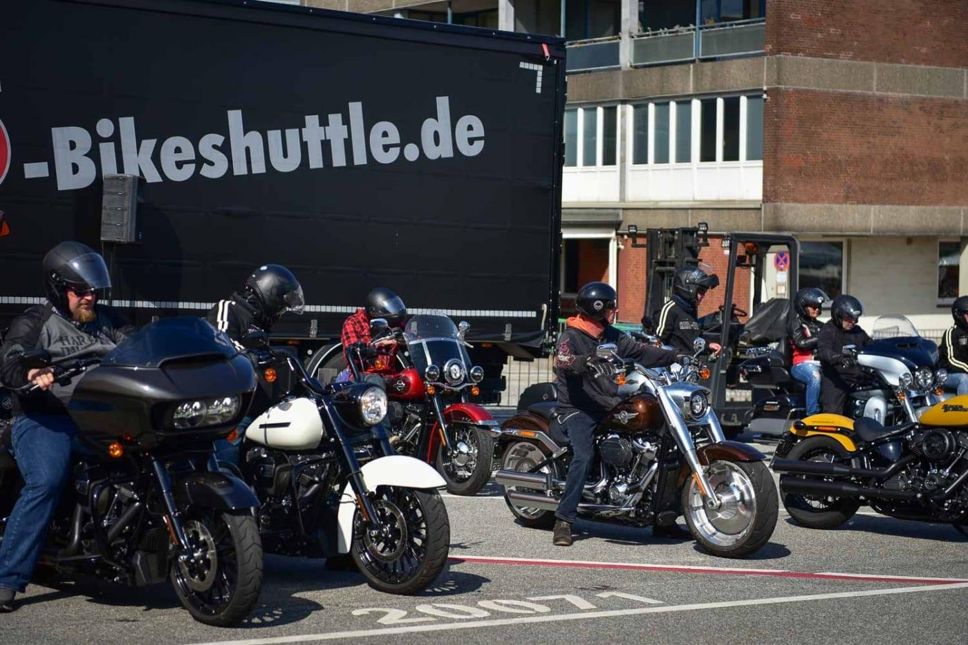 Aufstellung zur Probefahrt auf den Hamburg Harley Days
