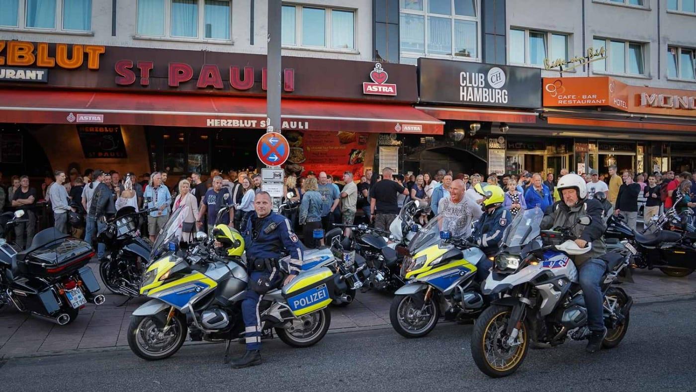Krad Gruppe der Polizei Hamburg auf den Hamburg Harley Days