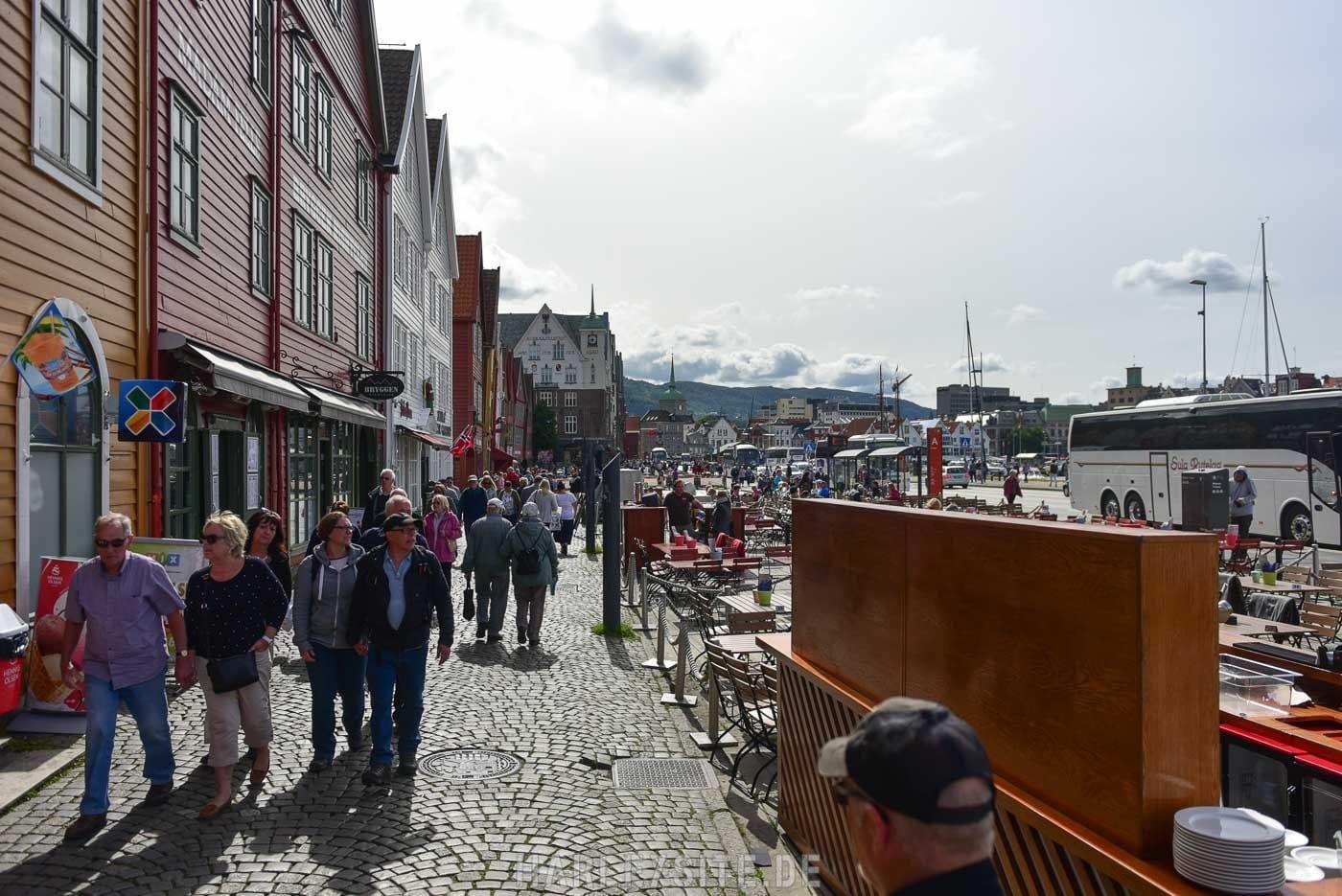 Zeigt die Geschäfte am Hafen von Bergen in Norwegen