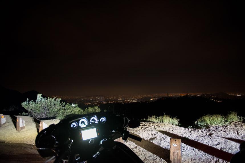 Der Ausblick auf Los Angeles hoch oben von den Bergen