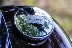 Foto zeigt den Tankdeckel der Hertitage Classic mit E5/E6 Aufkleber