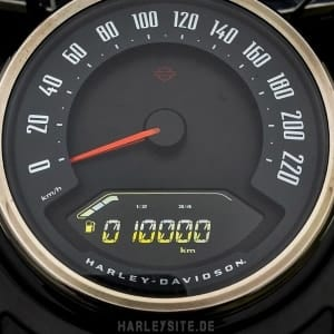 Das Foto zeigt das Tacho von der Harley-Davidson Heritage Classic 114