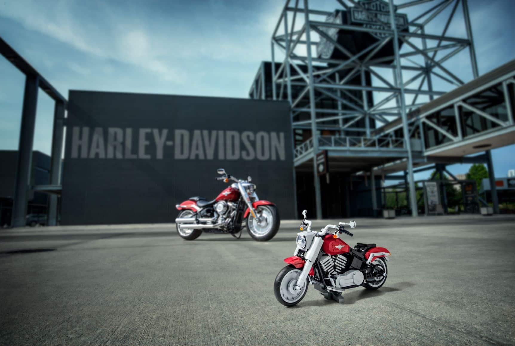 Zeigt eine Harley-Davidson aus Lego