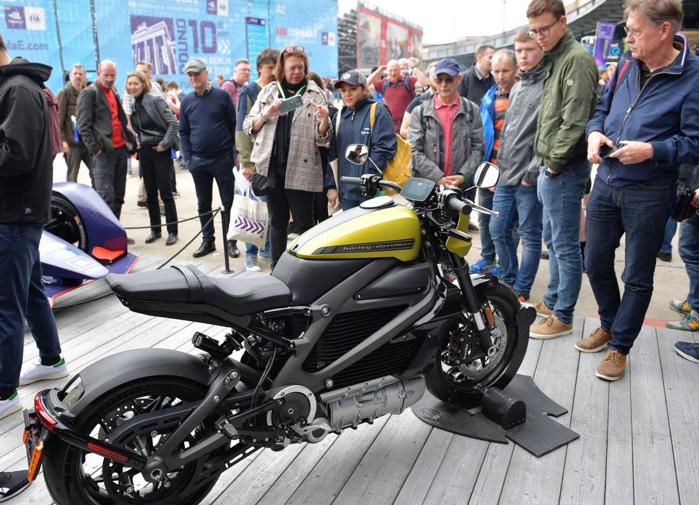 DIE HARLEY-DAVIDSON LIVEWIRE BIETET EIN VÖLLIG NEUARTIGES MOTORRADERLEBNIS