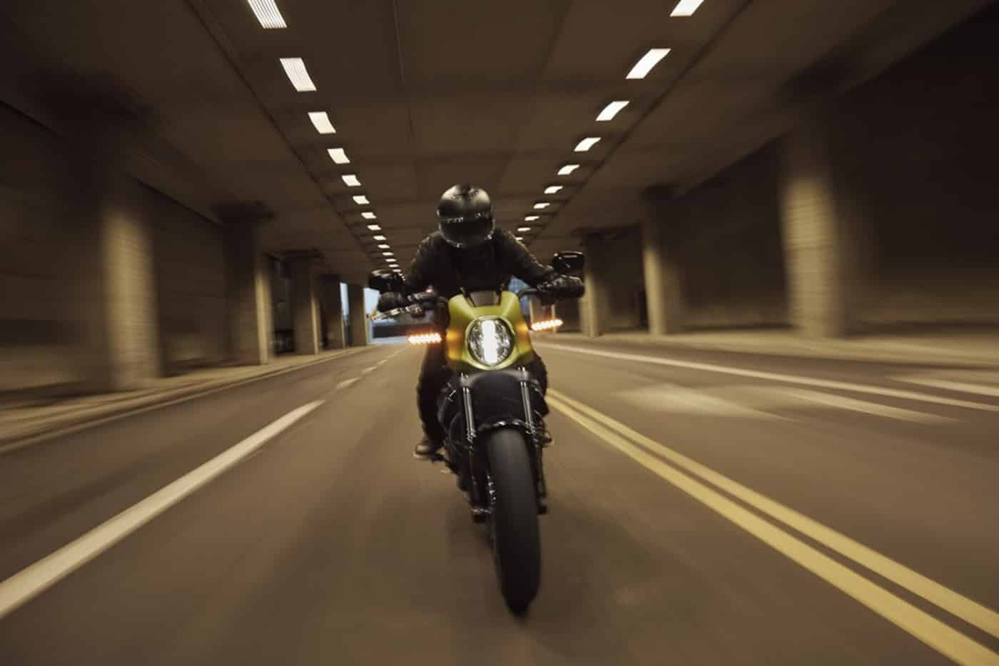 Die Harley-Davidson LiveWire im Tunnel
