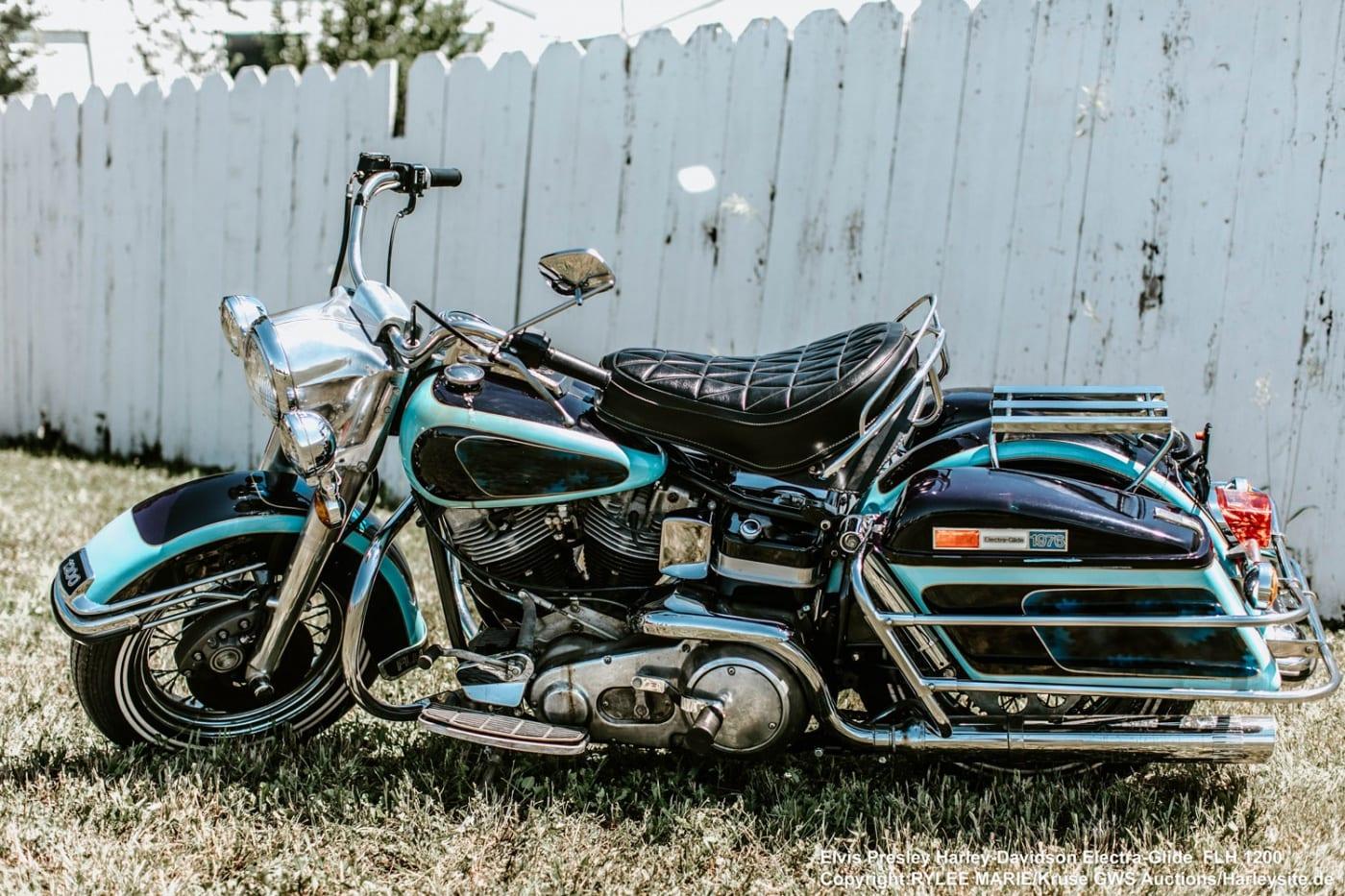 Zeigt Elvis Presley Harley-Davidson Electra-Glide FLH 1200