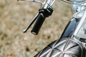 Zeigt den Sattel der Harley-Davidson Electra-Glide FLH 1976