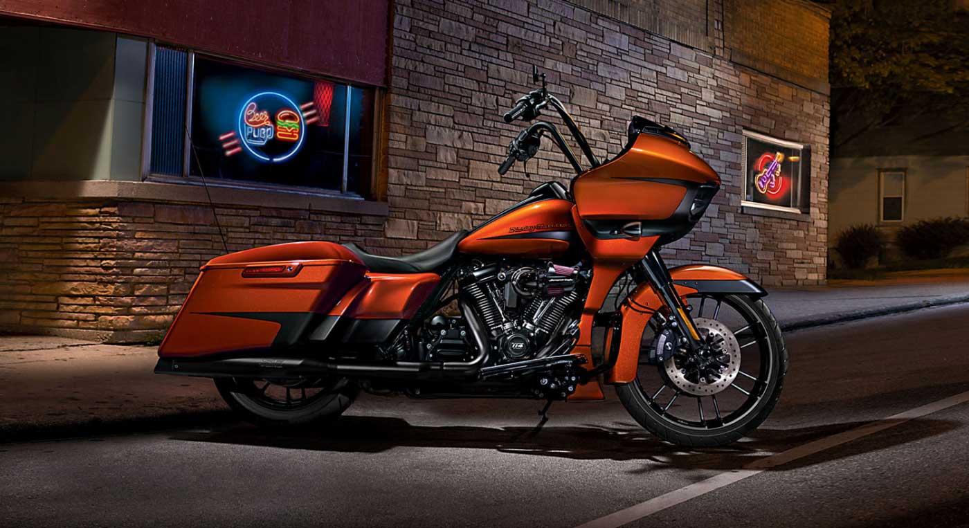 Zeigt die Harley-Davidson Road Glide Special Custom