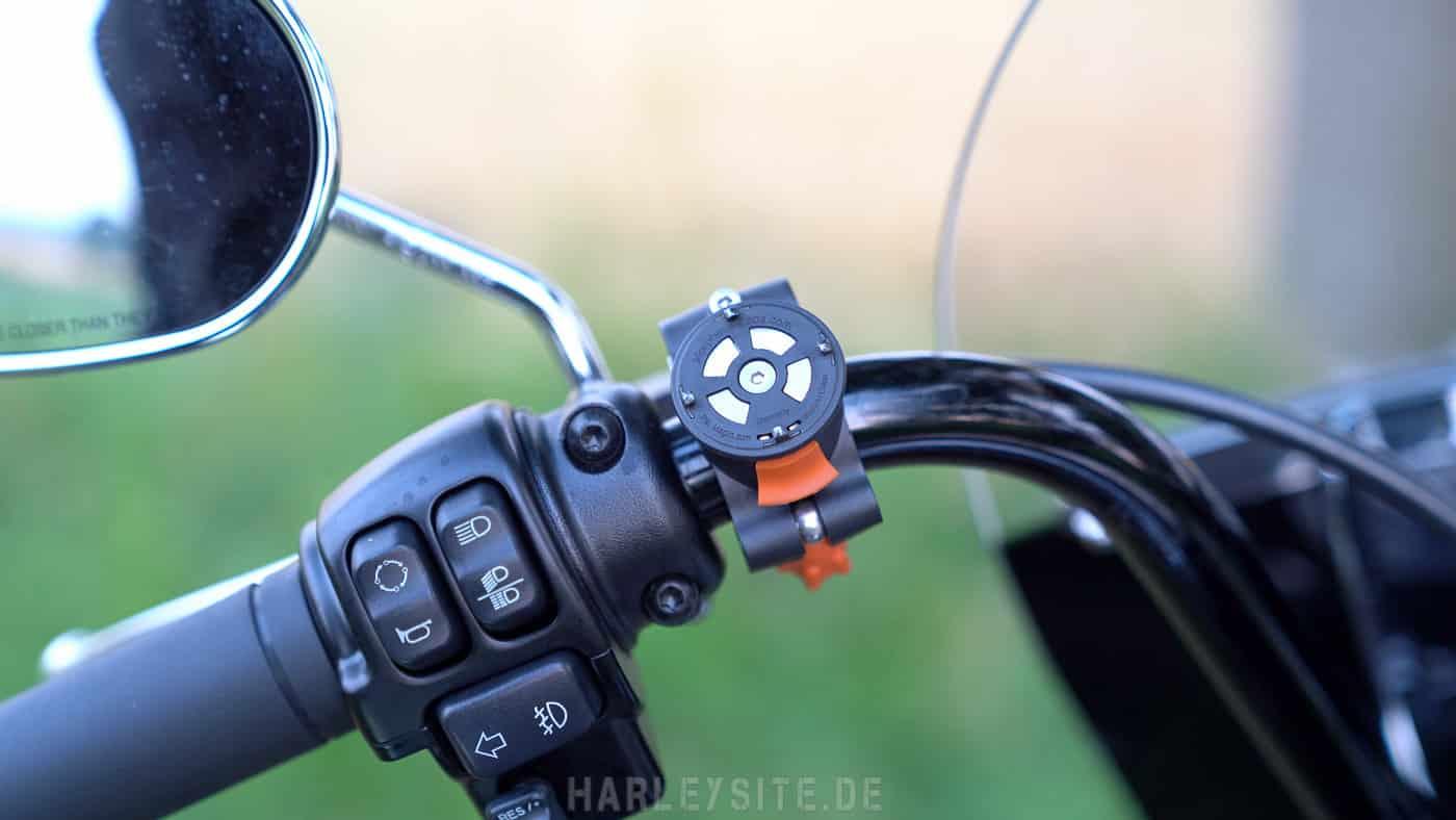 Zeigt den Morpheus Labs Mobiltelefon Halter für die Harley-Davidson