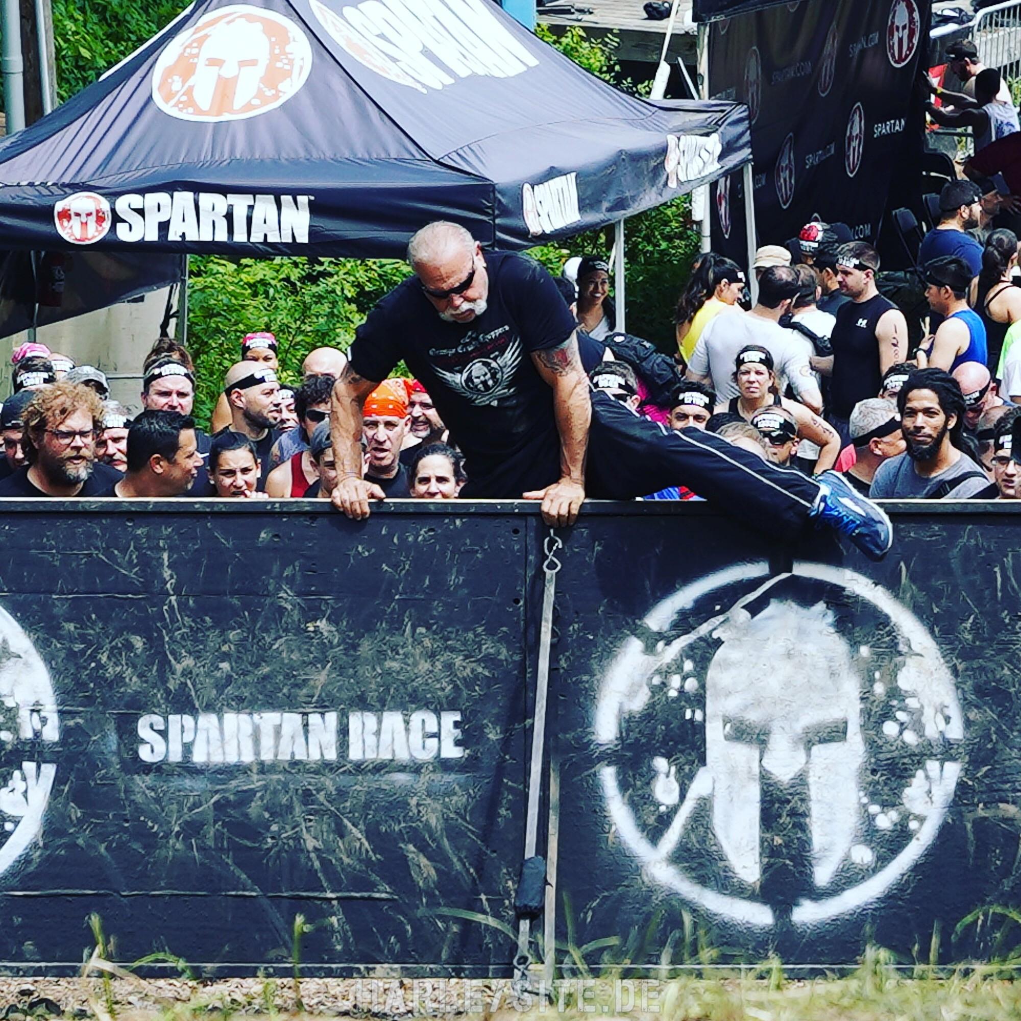 Das Foto zeigt Paul Teutul Sr. beim Spartan Race
