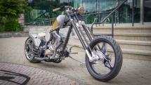 OCC Spartan Bike vor der OCC Werkstatt in Newburg