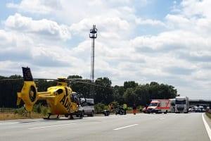 Rettungshubschrauber an der Unfallstelle auf der A1