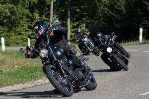 Symbolfoto fahrende Harleys