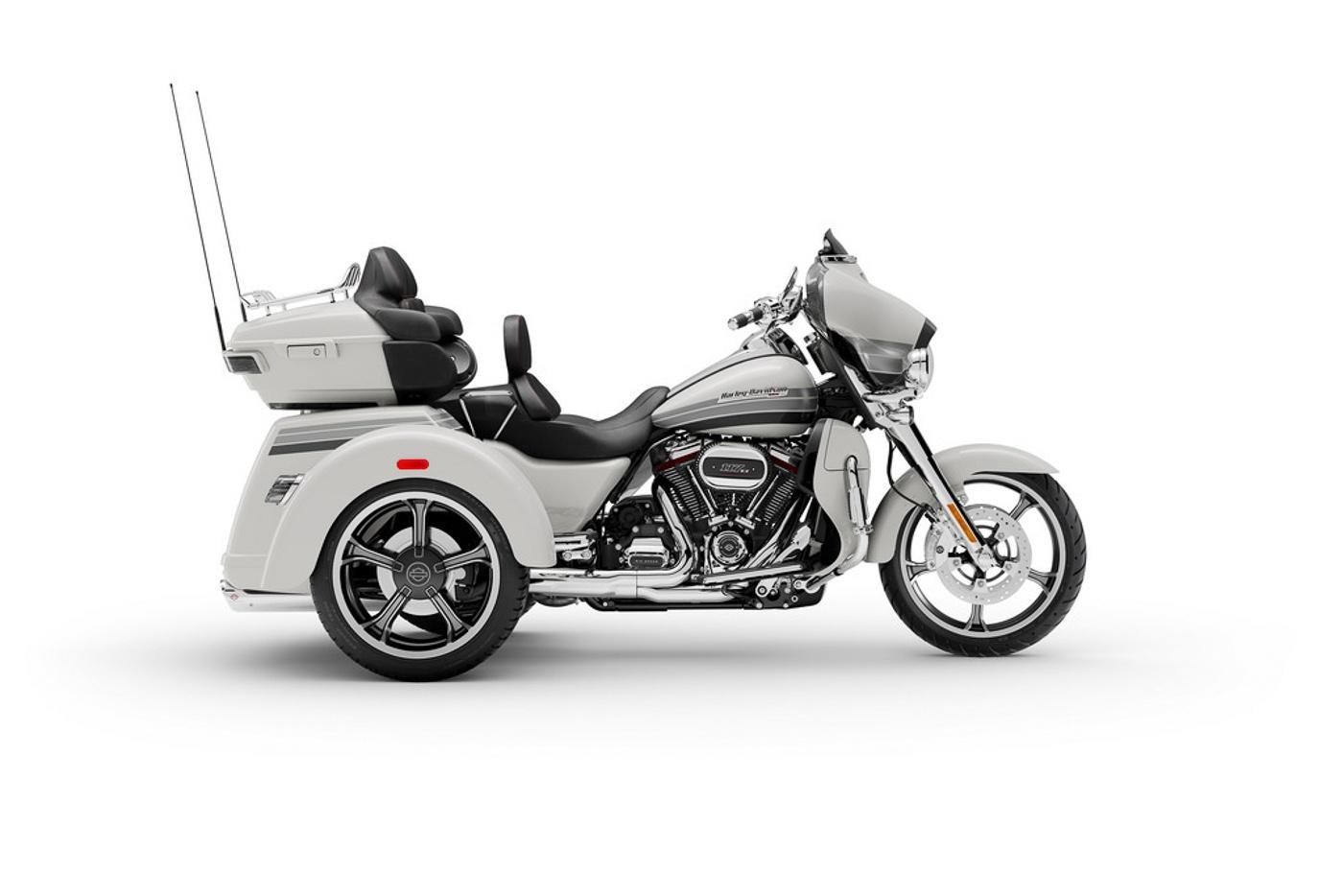 Zeigt die Harley-Davidson CVO Tri Glide Modelljahr 2020
