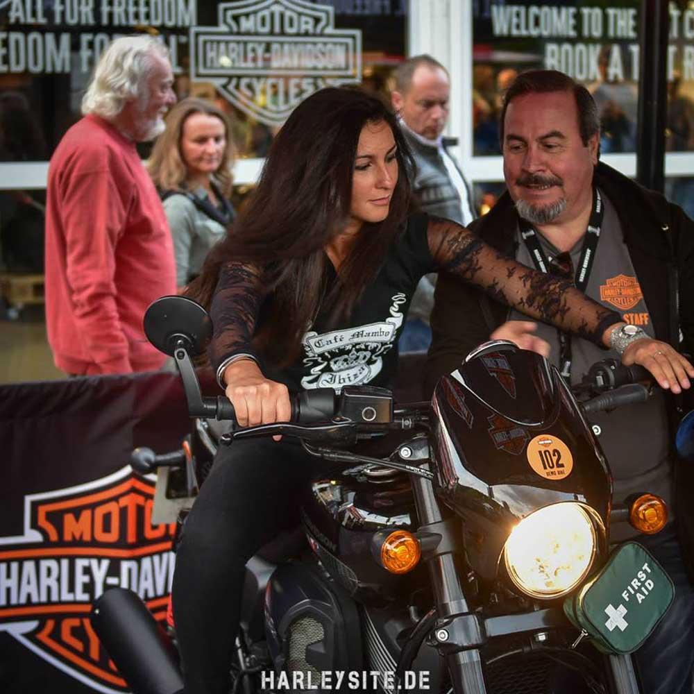 Zeigt den Harley-Davidson Jumpstart am Faaker See