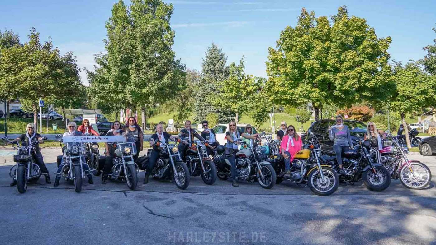 Ein Teil der European Harley Girls am Faaker See
