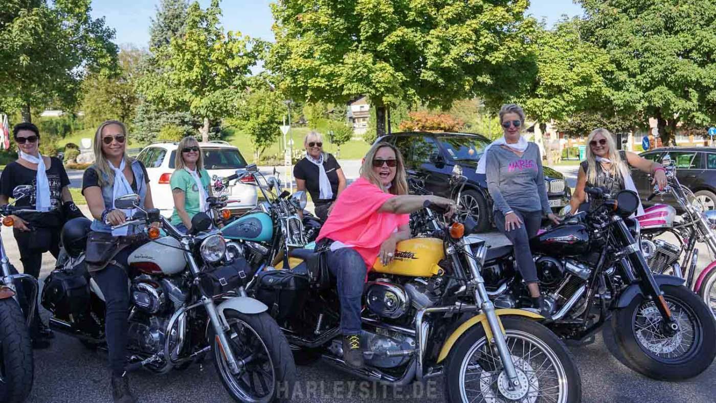 Ein Teil der Harley Girls Europa am Faaker See