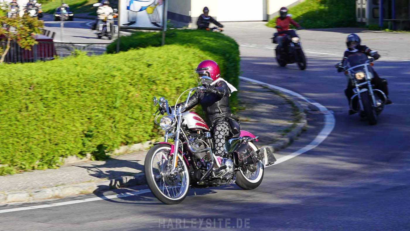 Pink Lady Sportster am Faaker See