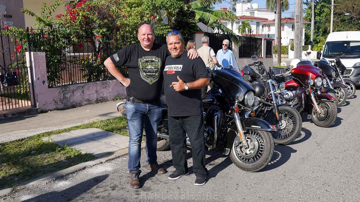 Harleysite zusammen mit Ernesto Guevara auf Kuba