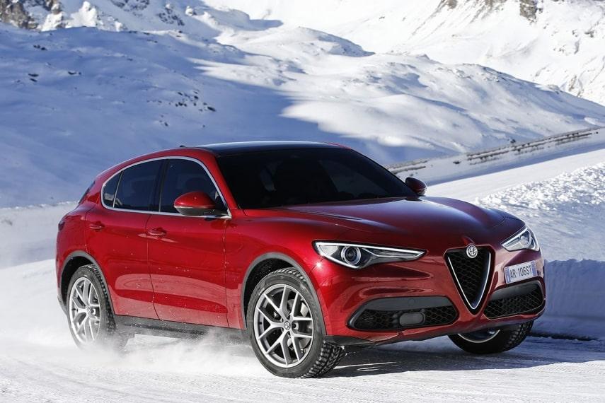 Alfa Romeo Stelvio im Schnee