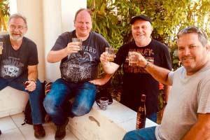 Wir trinken gemeinsam mit Ernesto einen ganz besonderen kubanischen Rum.