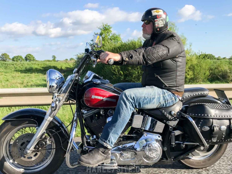 Hermann auf seiner Harley-Davidson Heritage
