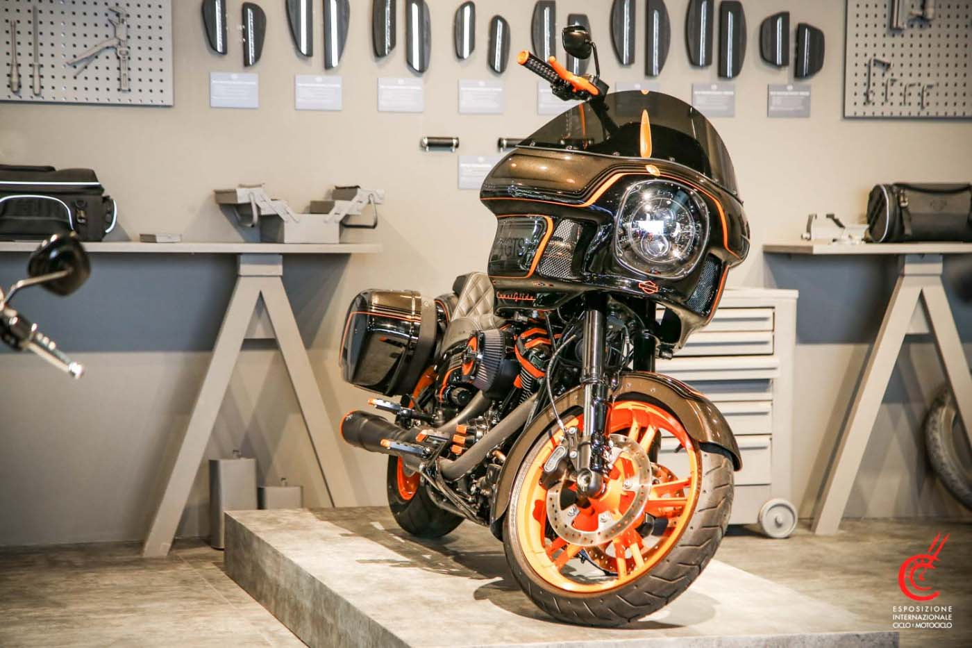 Die Battle of the Kings FXGTS Coast Glide von Laidlaw auf der EICMA in Messe in Mailand