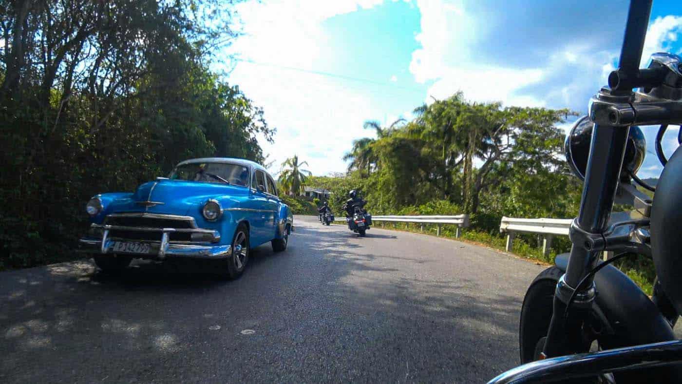 Amerikanische Oldtimer gehören auf Kuba zum normalen Straßenbild