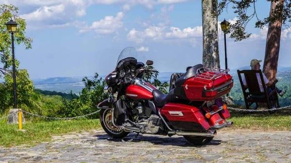 In den Bergen von Cienfuegos auf Kuba mit der Harley-Davidson
