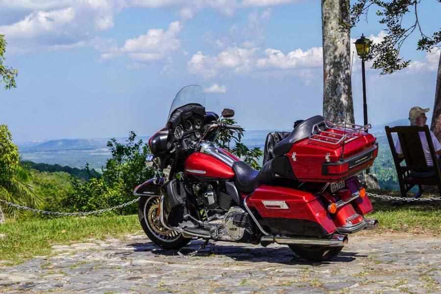 2020 mit Ernesto Guevara auf Kuba Harley fahren