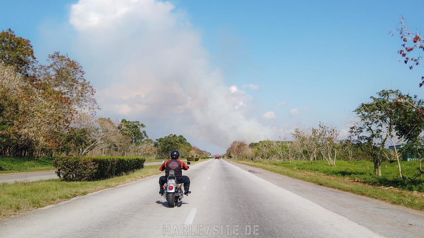 Auf der Autobahn in Richtung Cienfuegos