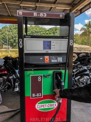 Eine Tanksäule auf Kuba