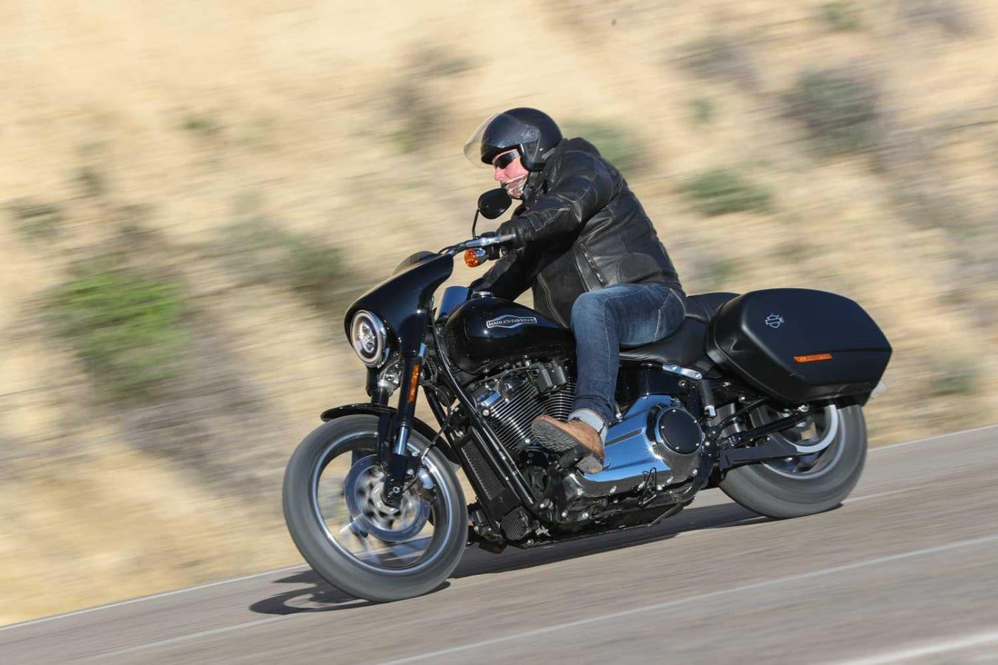 Harley-Davidson Sport Glide Kurvenfahrt
