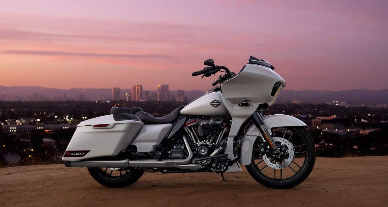 Harley-Davidson Road Glide CVO 2020 in der Farbe Sand Dune